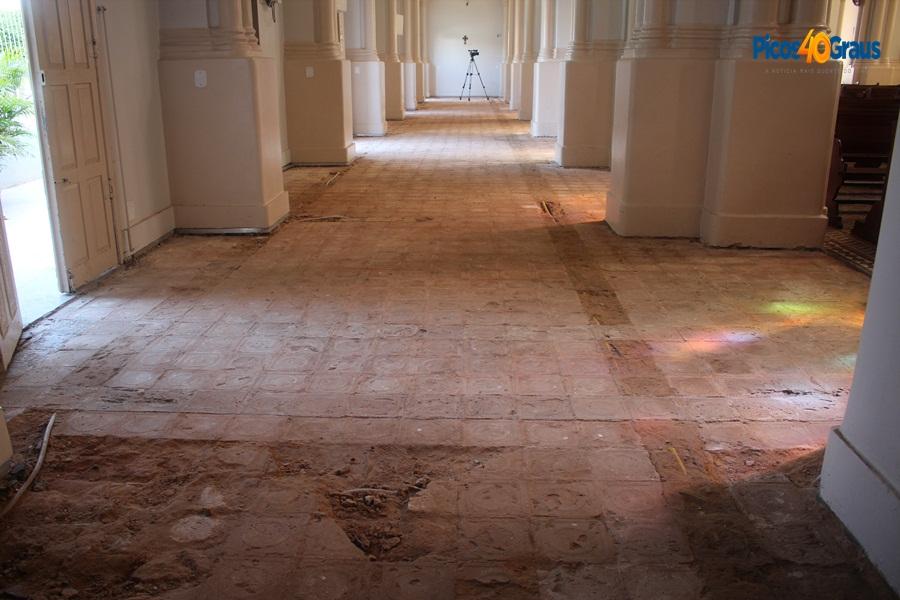 0da45e40a9 Obras da Catedral de Picos estão paralisadas h .