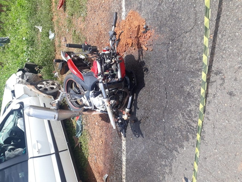 Bocaina  colisão entre motocicleta e carro deixa dois mortos ... df0df2ebc9c6a